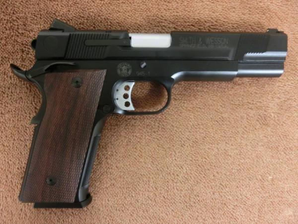 パフォーマンスセンター M945 ブラック 5インチ2